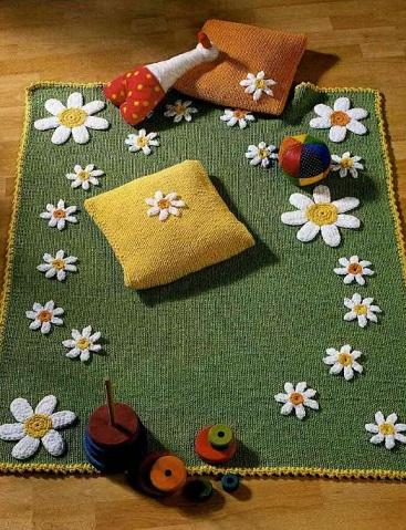 Вязаный детский коврик